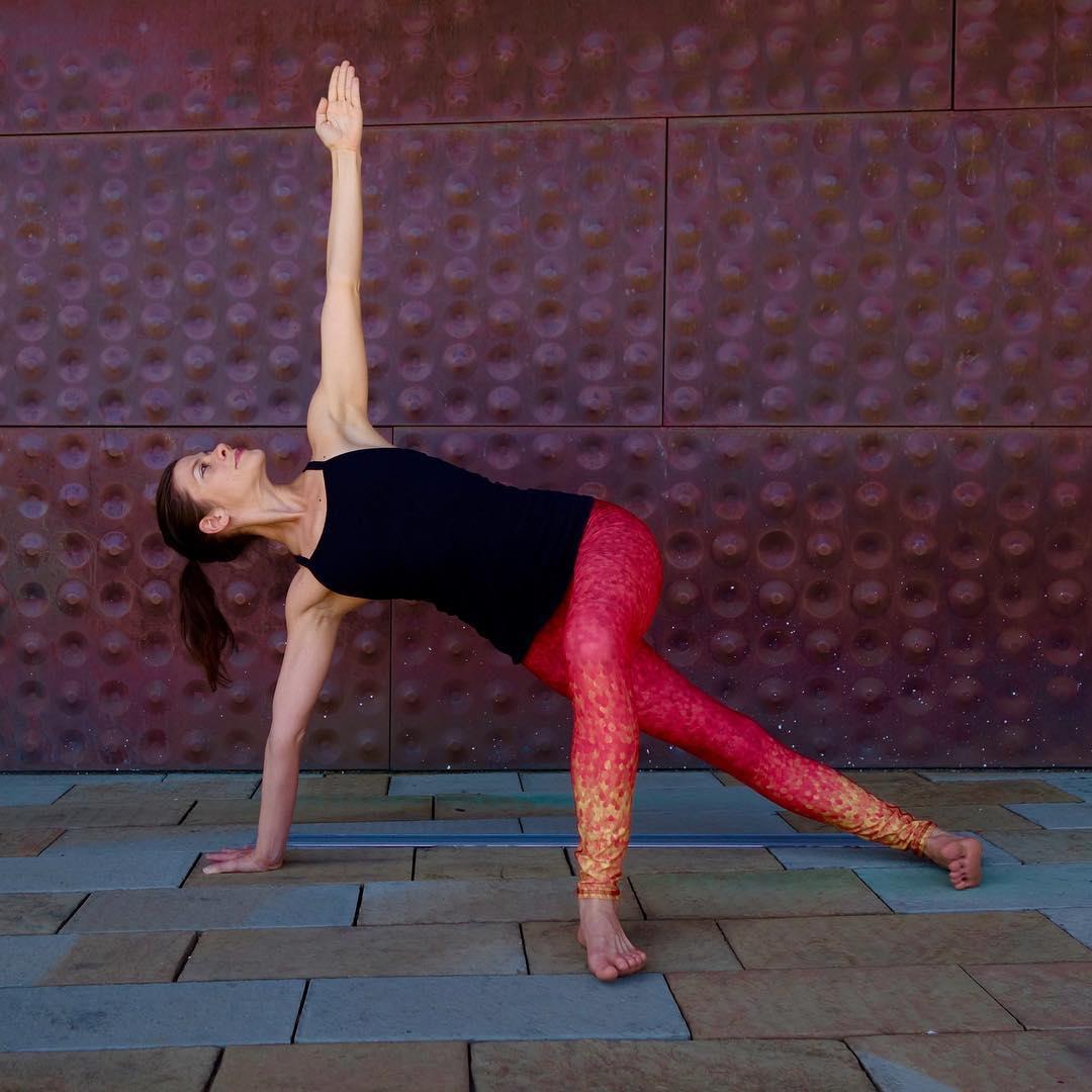 """Be willing to be a beginner every single morning."" #MeisterEckhart #trysomethingnew  OKIINO AMBASSADOR @lauraburkhartyoga Enter code BURKHART for a special OKIINO offer | #mondaymanta #yogaeverywhere #motivation #yoga #sea #street #studio #okiinolife..."