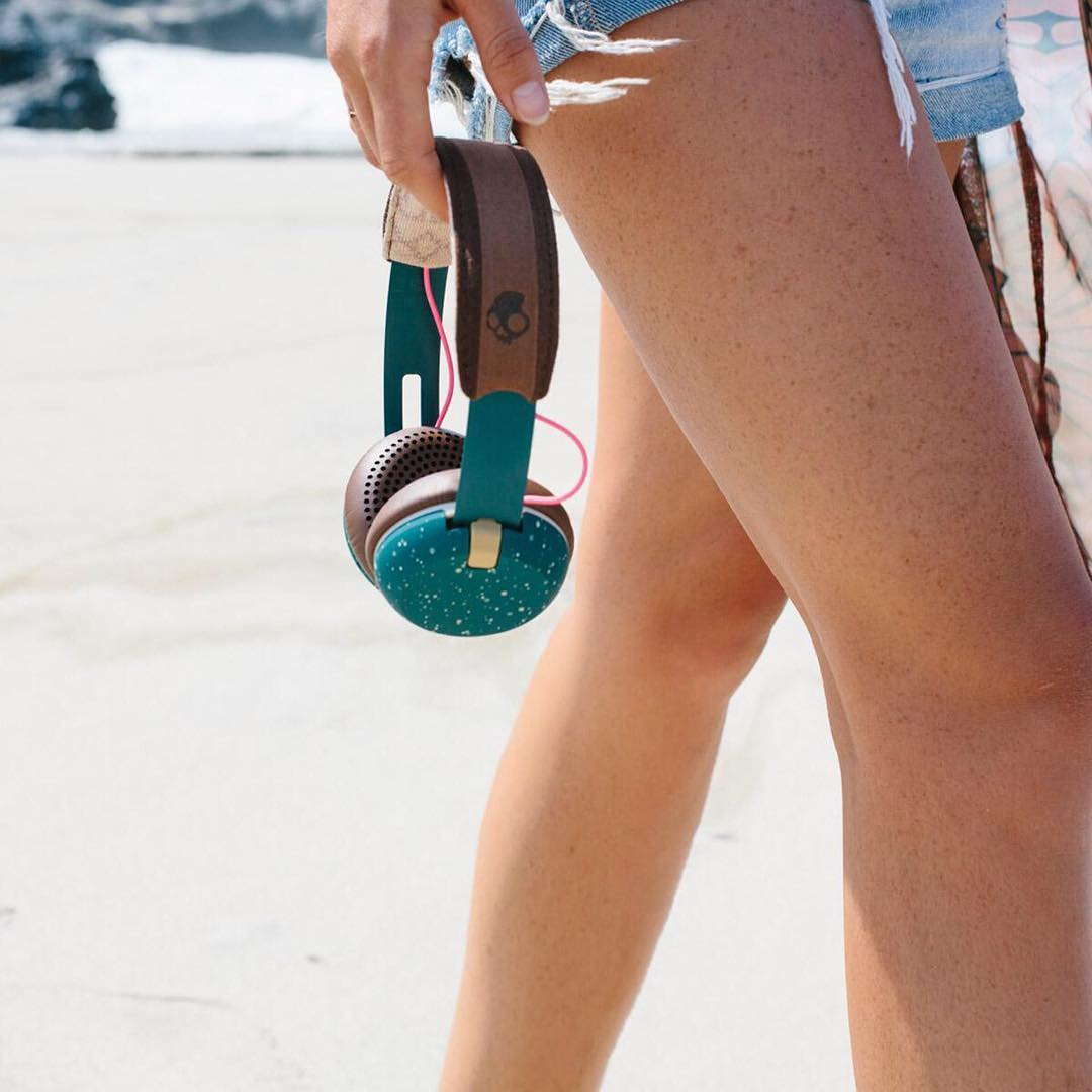 What's on your summertime playlist? ☀️ // Like the headphones?