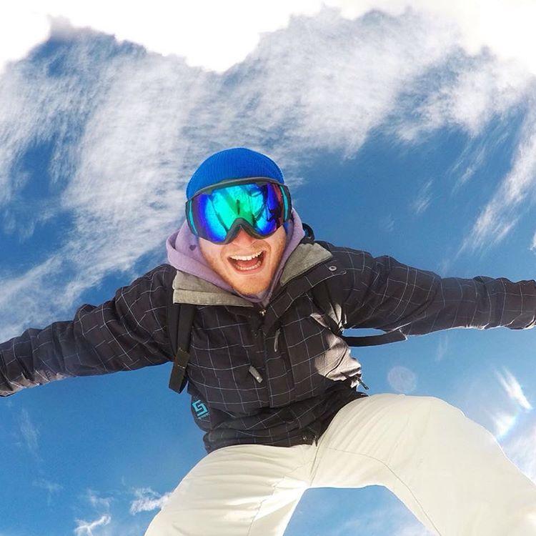La nieve nos pone así ❄️ ---> va terminando la temporada de invierno y solo quedan Beanies en nuestro online shop de @goodpeoplearg --------------------- Gorro Beanie $220