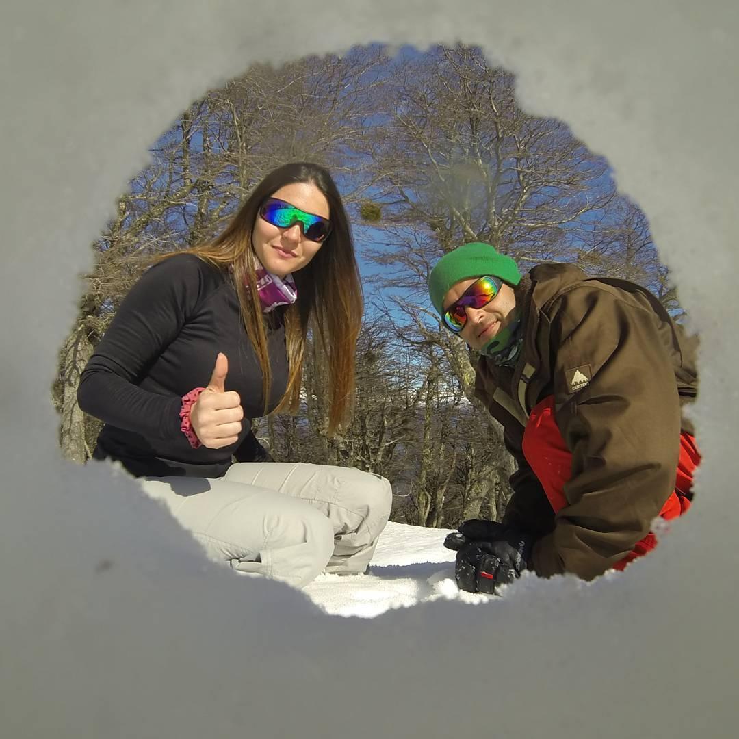 No hay nada nuevo bajo el sol, pero me queria  sacar esta foto con mi novia!! #all_my_own #agean_fotografia #cerrobayo #estaes_america #fotografia #picoftheday #gopro3 #goproadventure #outdoor #villalaangostura #surargentino #winter #argentina...