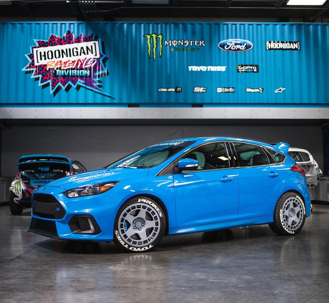 Yes!! My new daily driver has arrived: a crispy blue AWD Ford Focus RS. Of course I can't leave anything stock, so it needed some new shoes ASAP - which is why it's now sitting on some @fifteen52 Turbomacs wrapped in @ToyoTires meats. My kids have...