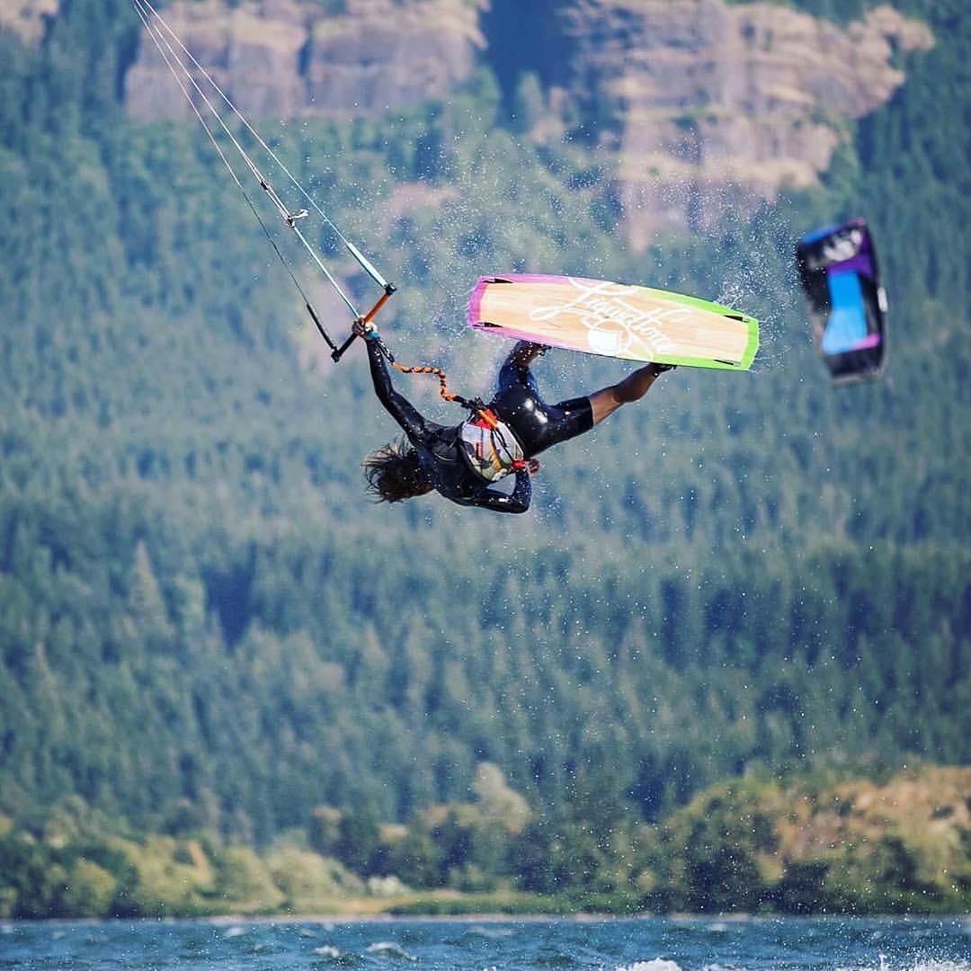 Rami Gallart continúa volando y compitiendo en los Estados Unidos. Mientras tanto, nos manda esta foto llevando a WOW bien arriba! #lifeiswow #wake #waterlover