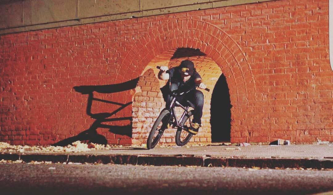 Recuerda: la luz al final del tunel quizas seas vos.  @juliocorpa  #bmxr #gotcha #iconsneverdie
