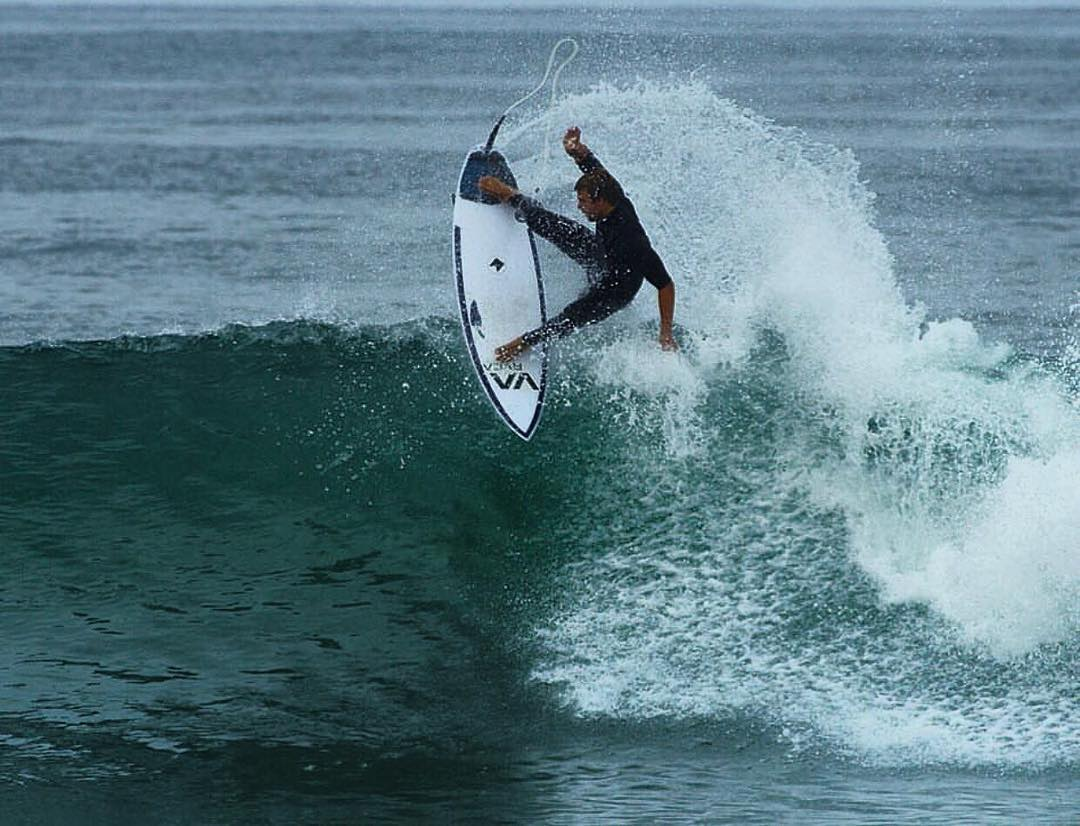 LA team rider @matt_pagan taking full advantage of the fun lil waves around so cal lately