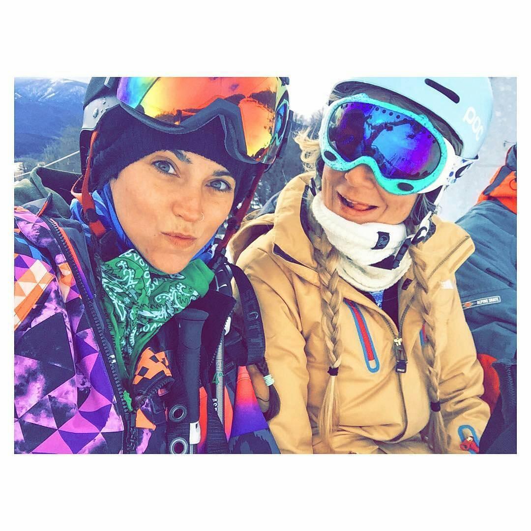 @lelumendy -  Cuando un cerro se cierra otro se abre. Siguiendo la nieve con la más más todo @belualda @neffargentina #NeffArgentina #ForeverFun #youreoneofusnow