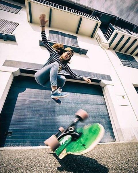 Another gem by @noelia_otegui. @maitanerascon flipping it ⚡️ #longboardgirlscrew #womensupportingwomen #skatelikeagirl #maitanerascon #noeliaoteguifotografia