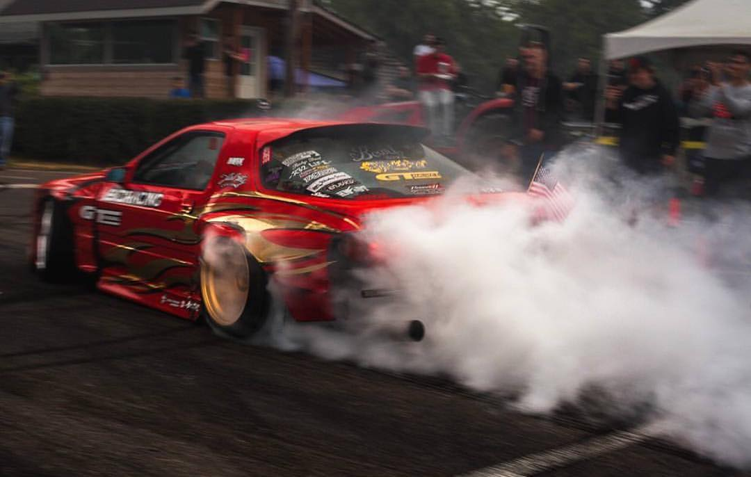 @hertlife's FC RX-7 is powered by an iron block 5.3-liter with a @turbobygarrett GTX4088 strapped to the side of it. Pair that with a cement foot and this is what we get, always. #killalltires
