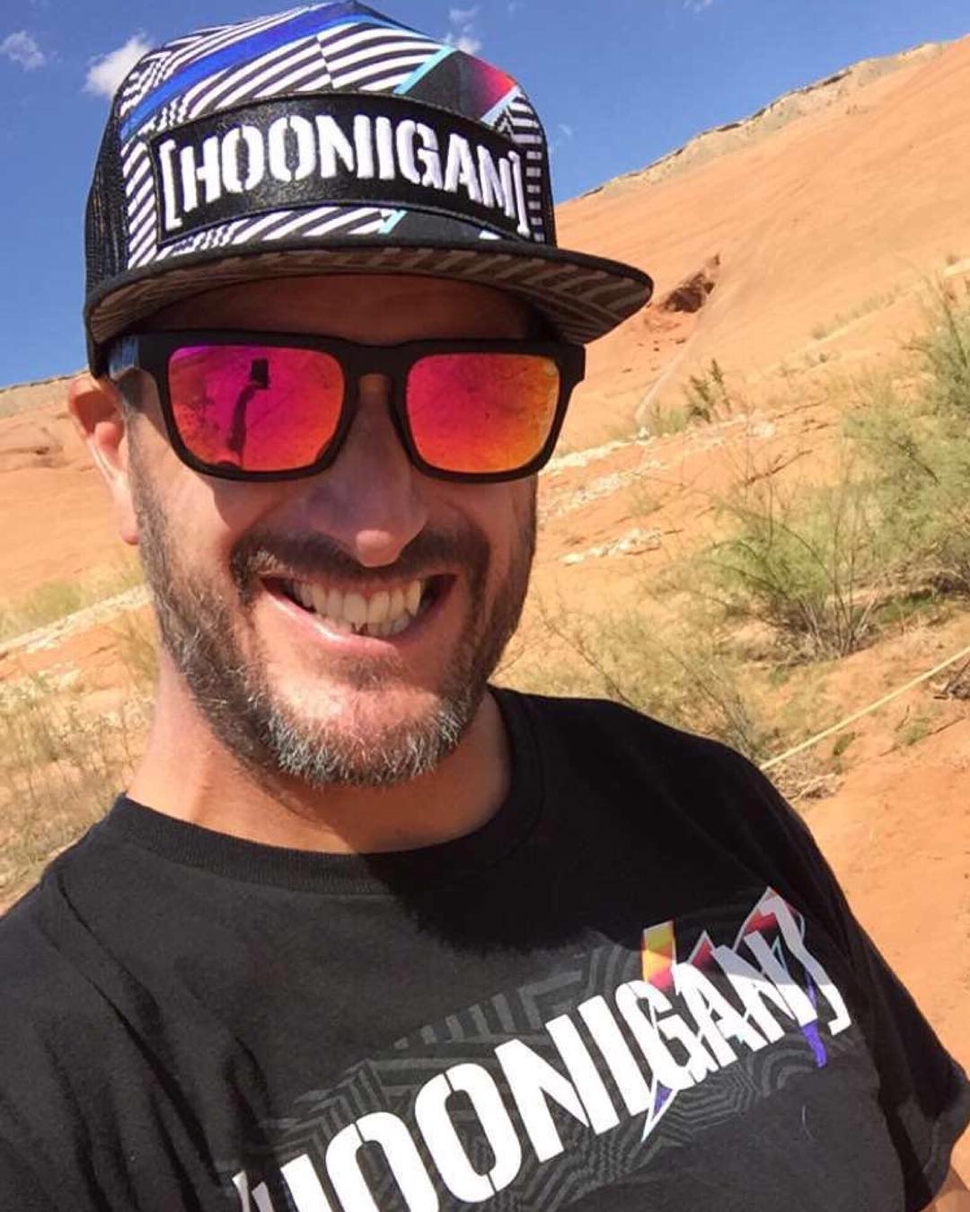 Totally normal to match your hat and t-shirt to your boat, right? Yep. #LakePowell #HooniganRacingbyFelipePantone @TheHoonigans