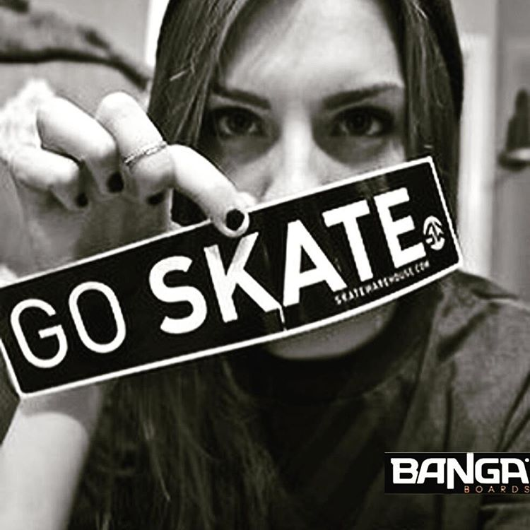 Dale que es sabadooo!. @urbansfestival @longboard.nature . . . .#skate #skategirl #skating #longboard #longboardgirl #bodyboard #surf #surfgirl #surfing #urban #street #streetstyle #sabado #saturday #argentina #brasil #chile #peru #venezuela #rad