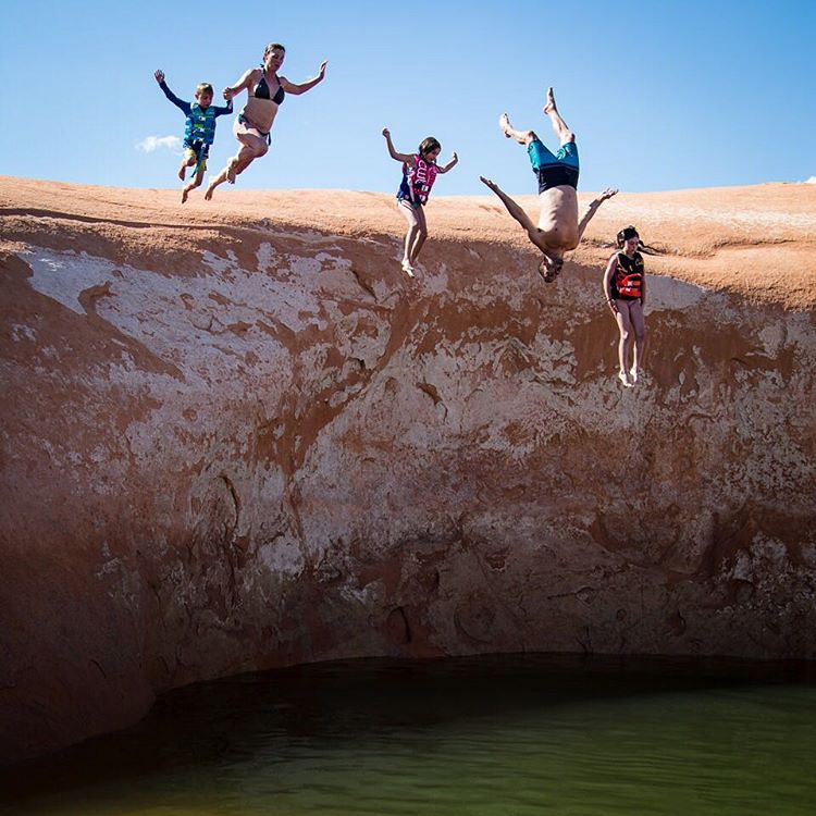 Family portrait time here at Lake Powell. #upsidedowndad #yepimthatguy #blockfamilyphoto #blockflip #LakePowell