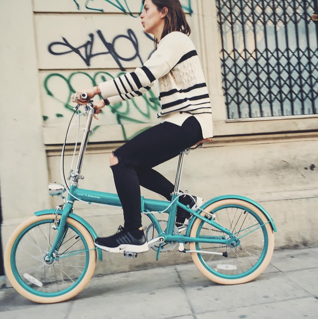 Marou haciendo su primer test ride! En su New Ninette Emerald Green!!! #newninettemonochrome #ilovemymonochrome #monochromebikes #marourivero