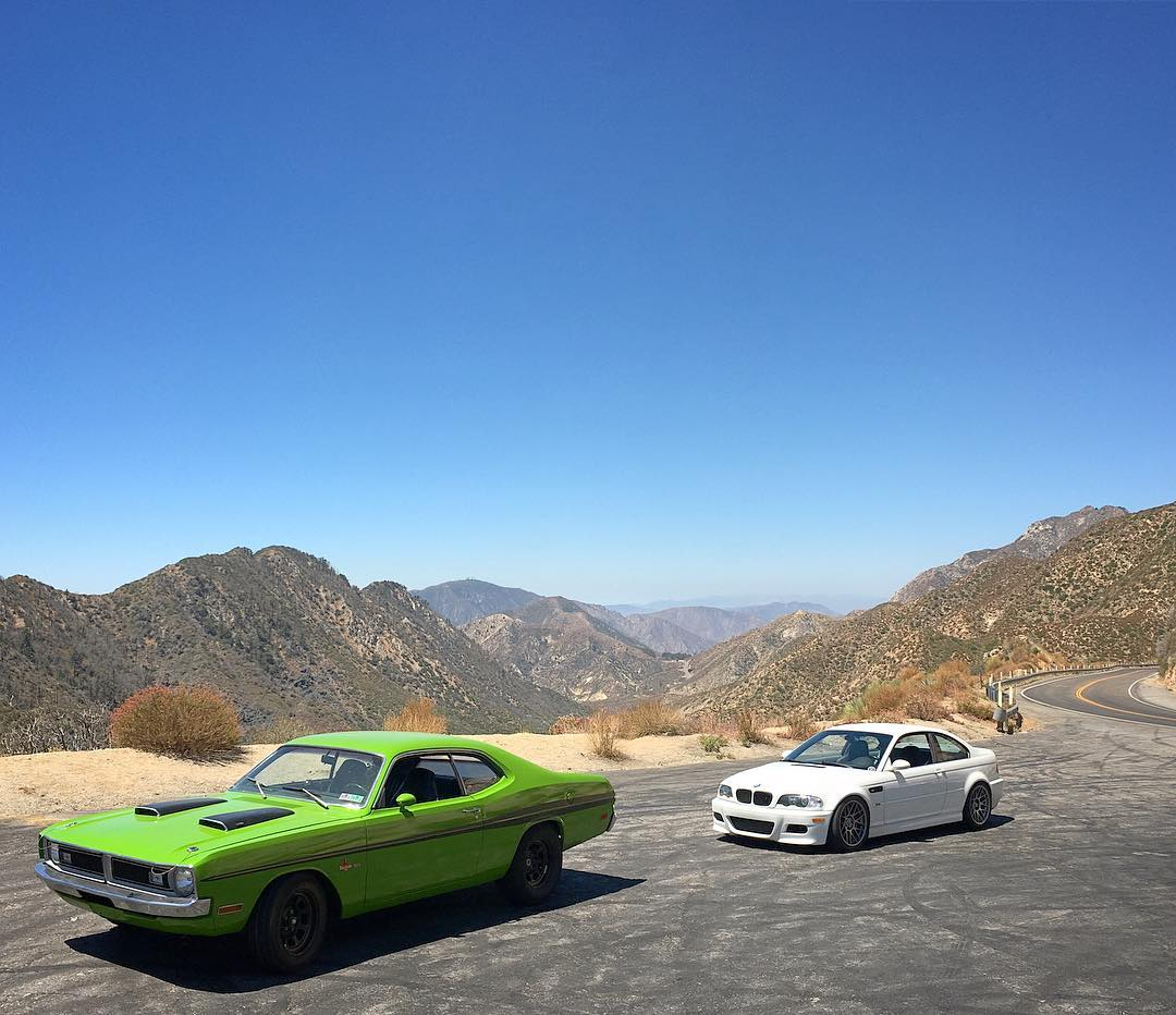 Which would you choose for a day in the twisties? Canyon carving at Angeles Crest with our homie @tangelo96 in the #greemon340 and @vin_tra in the #e46m3!