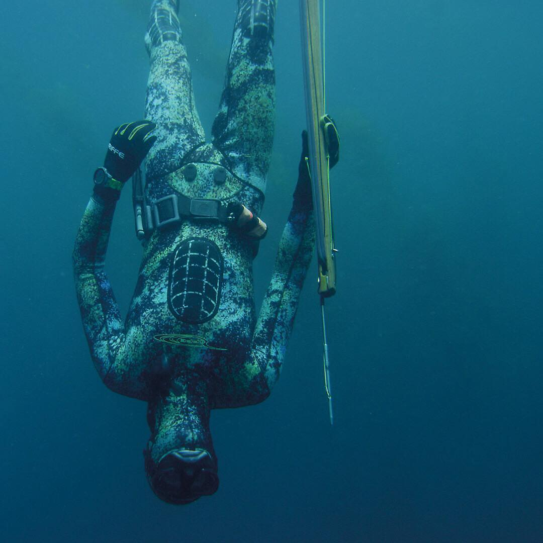Descend with purpose. Professional spearfisherman Ryder DeVoe (@midhandle) and the #Riffe #DigiTek #SuperUnit