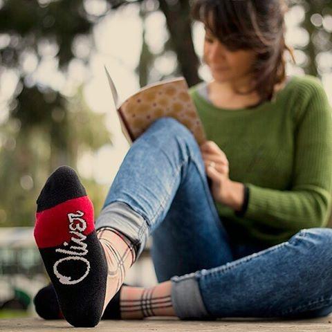 Si este fin de semana largo salís a crear tu propia historia, hacelo con unas #OliverSocks en tus pies y lucí comodidad en tu look vayas dónde vayas.  Ingresá ahora a la web, aprovechá el 20% de descuento y...