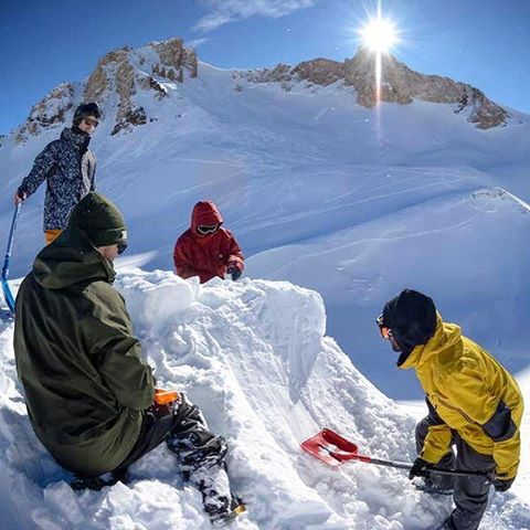 Prepping for the next hit #freeriders #snowboarding @quiksilverargentina #thriveargentina #thiveharder #thrivesnowboards #argentina