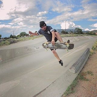 Say goodbye to the weekend. @deadbear13 swooped this boneless to wrap up his #sundayfunday.