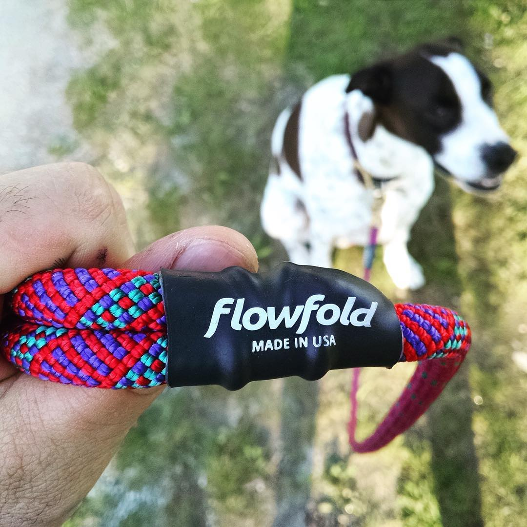 When your dog looks cooler than you... The #Flowfold x @sterlingrope Trailmate is our new five foot dog leash made in USA from reclaimed climbing rope. Grab one in Orchid (pictured and almost sold out!) or Red using link in profile.