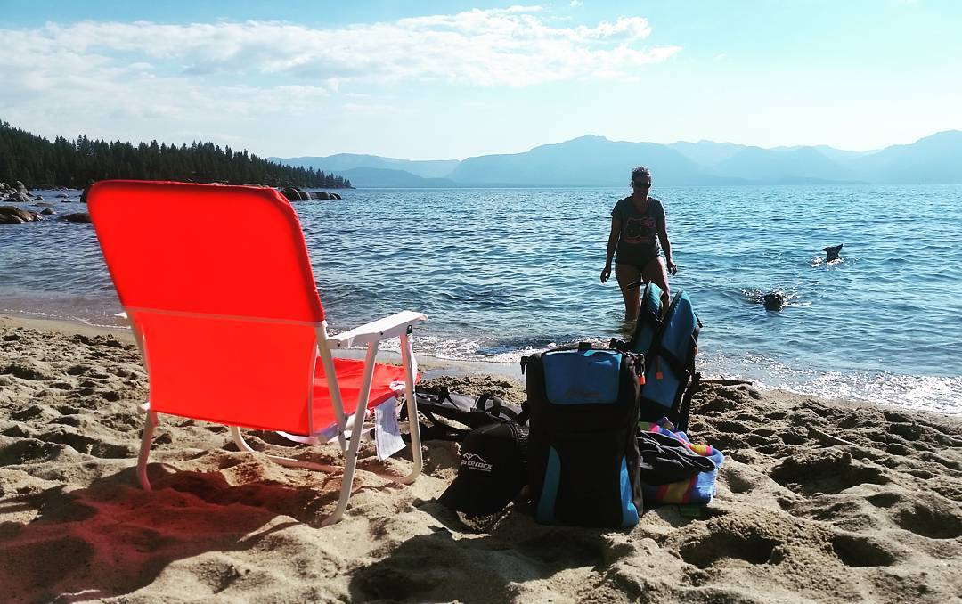 Tahoe pups love the water! Evening at the beach with the Cascade backpack & cooler. #getoutside #pups #laketahoe #xplorewild #backpacks #coolers #renotahoe #graniterocx #outdoorsrocx