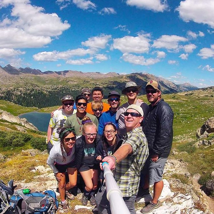 What a great shot of @jrog9832 and his Sherpa group on top of Whitney Pass! Their squad went out last week as one of @sosoutreach final backpacking trips of the summer with our guide @ilikemtns