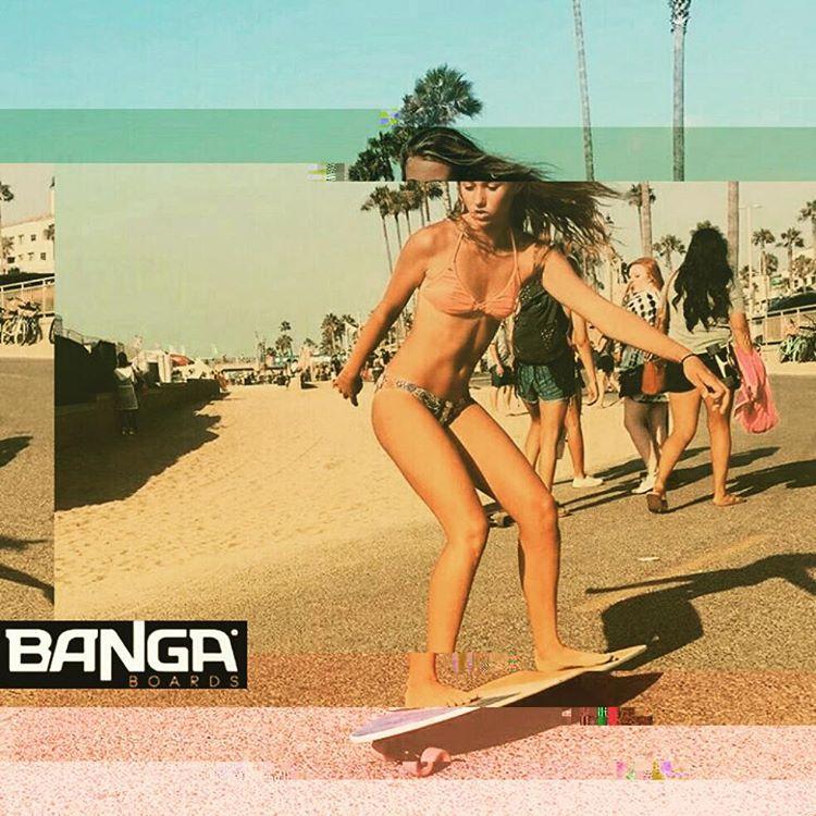#glitch . . . . #skate #skategirl #skating #longboard #longboardgirl #bodyboard #surf #surfgirl #surfing #urban #street #streetstyle #verde #green #argentina #brasil #chile #peru #venezuela #rad #imagine #effect #prisma