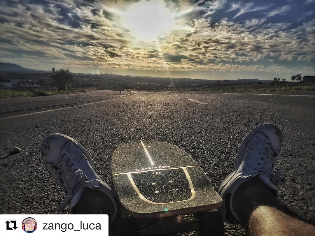 #Repost @zango_luca with @repostapp ・・・ Down the road again  #carver #paradise #vidalocal #sunsetlovers #skate #surftheroad