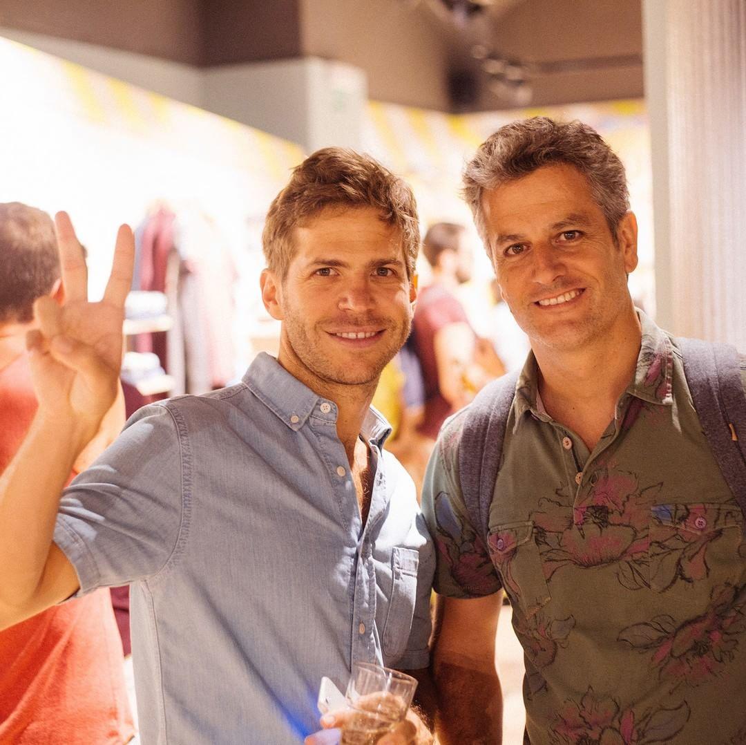 Co-founder & CEO Paez chilling en Flagship Store Barcelona #undiacualquiera ✌ #paezshoes #paezfromtheinside #goteam #paezspain paez.com / paez.com