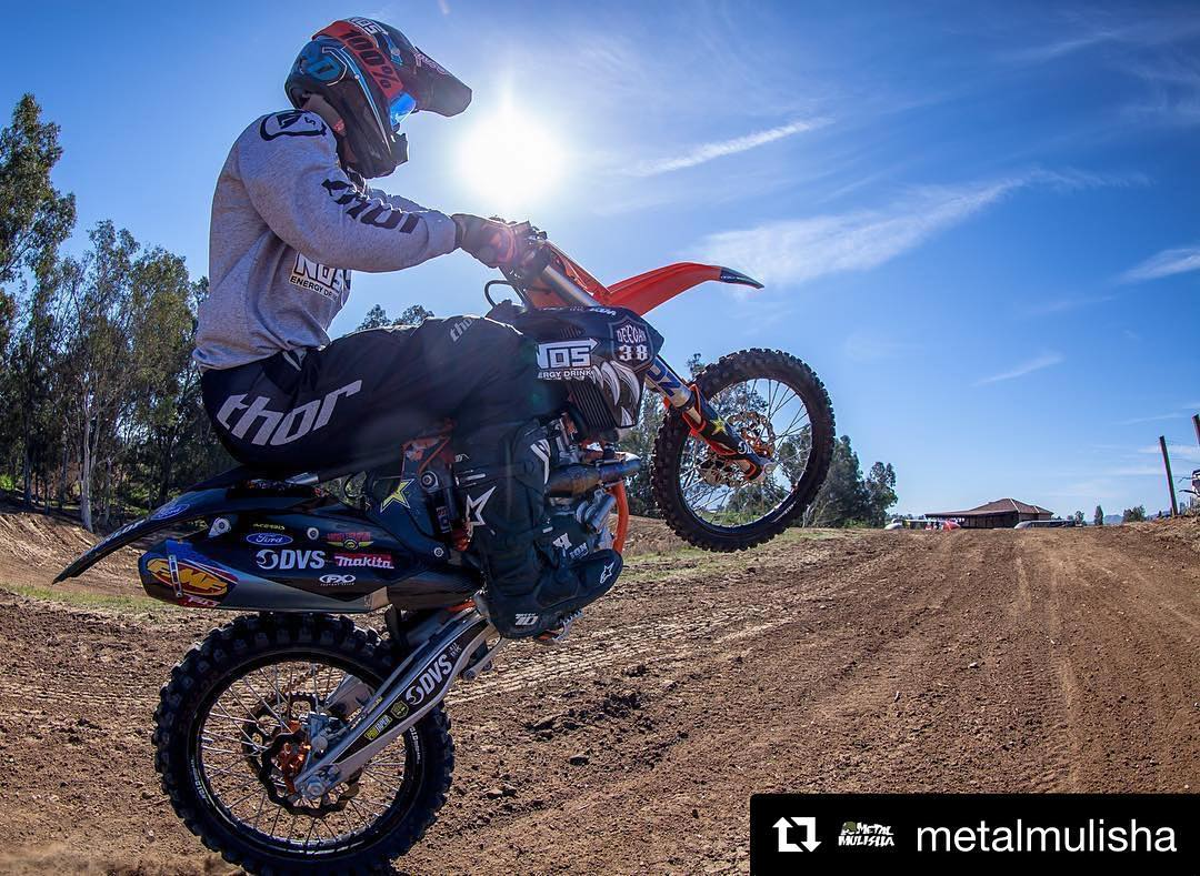 #Repost @metalmulisha ・・・ Wake up & RIDE ☀️ \\ #MetalMulisha #WheelieWednesday #WorldDomination