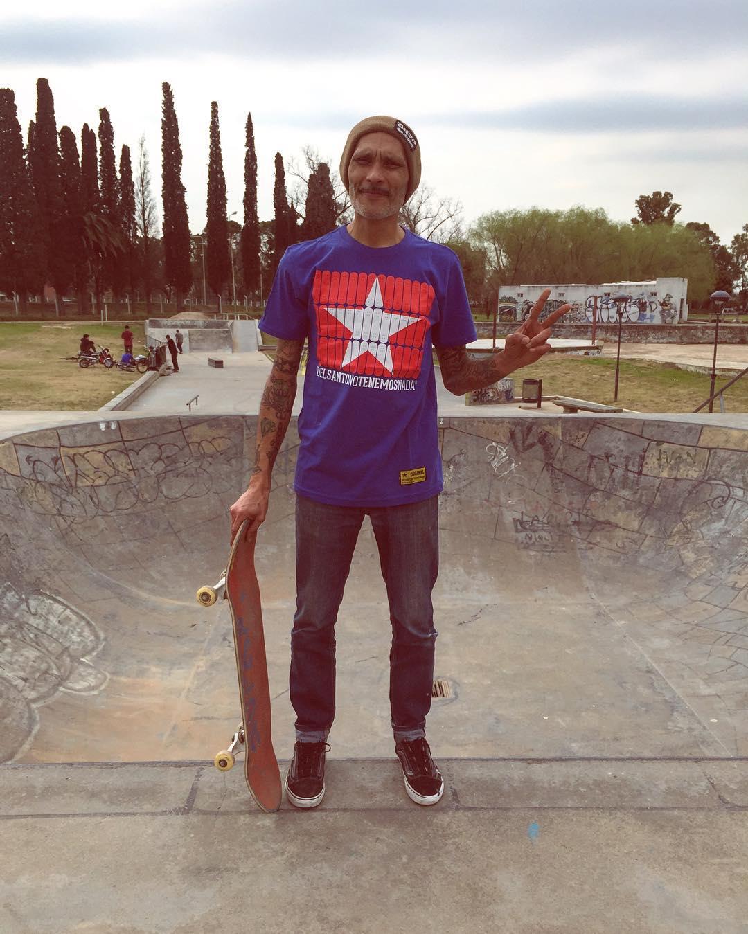 Tenemos el agrado de presentarles a un nuevo amigo !! El es @murooh  de la cuidad de #pergamino  Y es una leyenda en el skate lo conoces ??