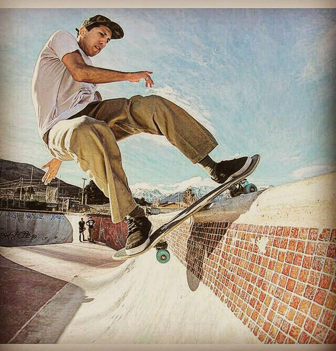 @nicolas_hernandez_ #fsdisaster #poolcoping en la enorme pileta de #esquel #AriseTrucks #believeskateboards