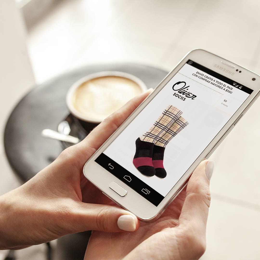 Arrancá el día con energía y pensando qué #OliverSocks van a acompañar tu look de hoy. ¡Llevate la que quieras aprovechando el 20% de descuento en la web! . . #Oliver #Medias #CreaTuPropiaHistoria #Preventa #NuevaColección #Burberry #TiendaOnline...