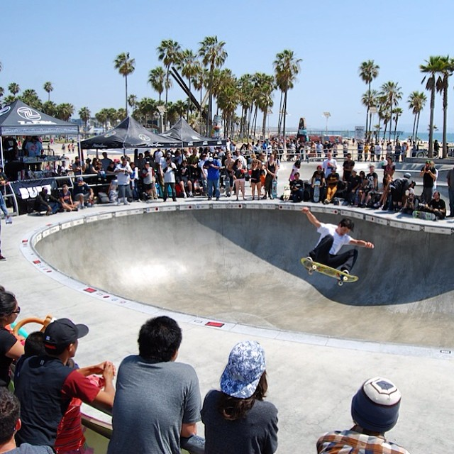 #tbt to the #BULT sponsored @zflexskateboards Jay Boy Classic at the Venice Bowl! @sleevesburger won a @hellaclips Golden Ticket! @jayboyadams  @juicemagazine #dogtown #BULThelmets
