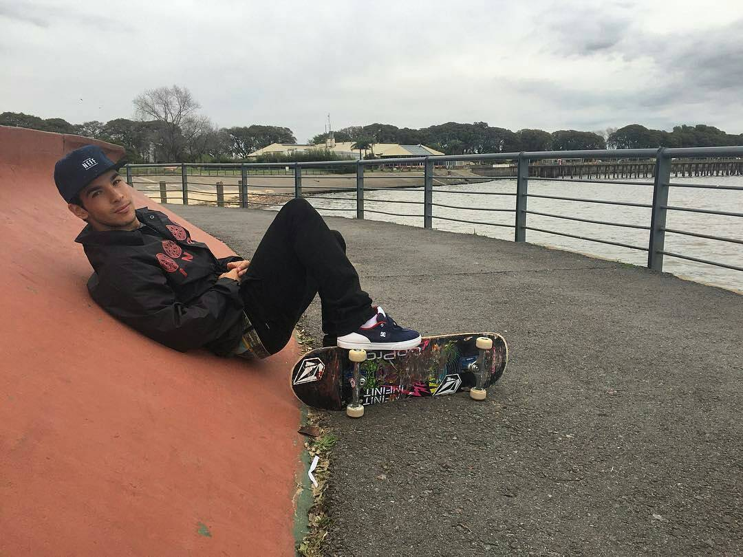 Chinito @sandromoral en Skate Park de Costanera Norte. #NeffArgentina #ForeverFun #youreoneofusnow