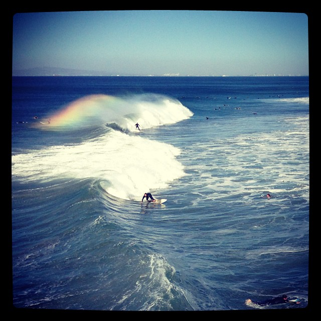 Though I'm not a fan of #huntingtonbeach, it sure was gorgeous today.  #offshore #santaanas #spraybow