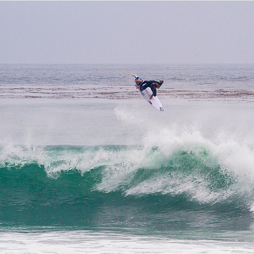 Team rider @nickrozsa flying Into the weekend