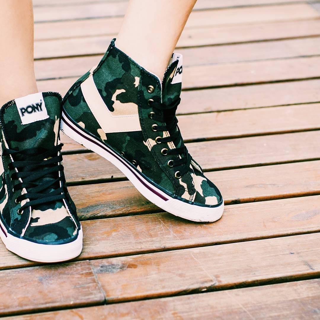 •S h o o t e r s• . . . #vsco #vscogood #vscocam #sneakernews #sneaks #kicks #kicksonfire #instagood #instamood #instadaily #fashion #style #tagsforlikes