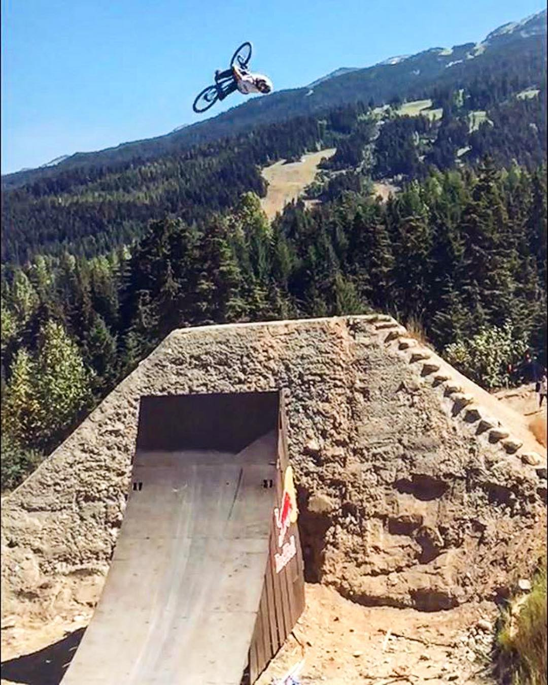 Practice at the #Joyride course is on || @nicholirogatkin #redbulljoyride #crankworx2016 #banger