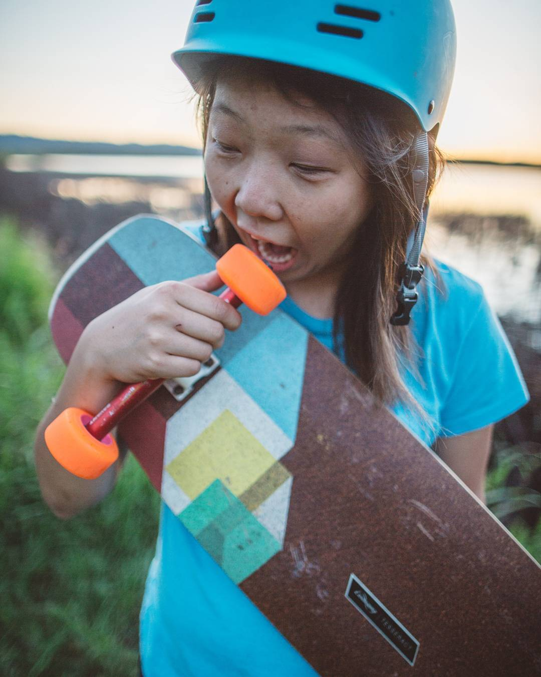 That face you make when your setup looks too good that you gotta eat it.  #LoadedAmbassador @iamcindyzhou with the munchies.  Photo: @skatography  #LoadedBoards #Tesseract #Orangatang #Orange #TheSkiff