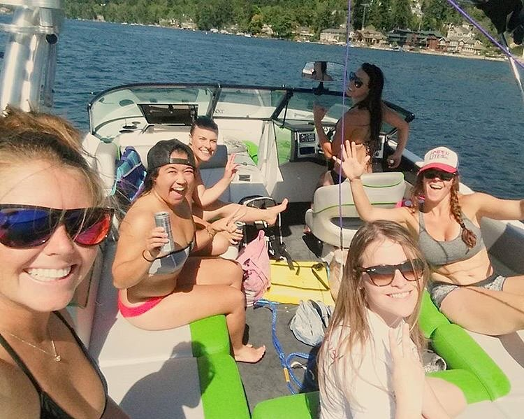 Great group of lady shredders out for GRO Wake Ladies day on Lake Sammamish! Ladies killed it.