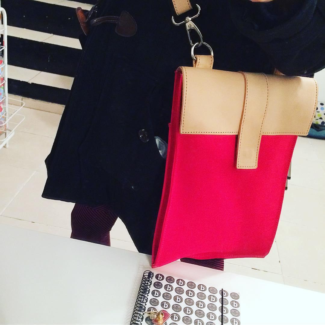 Poniendo a prueba la nueva mochi / morral / porta notebook! #bagpack #design #hechoamano
