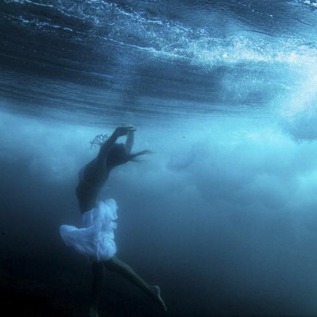 @maadiimaadii dancing under waves. #forteforte #sarahleephoto #underthesea