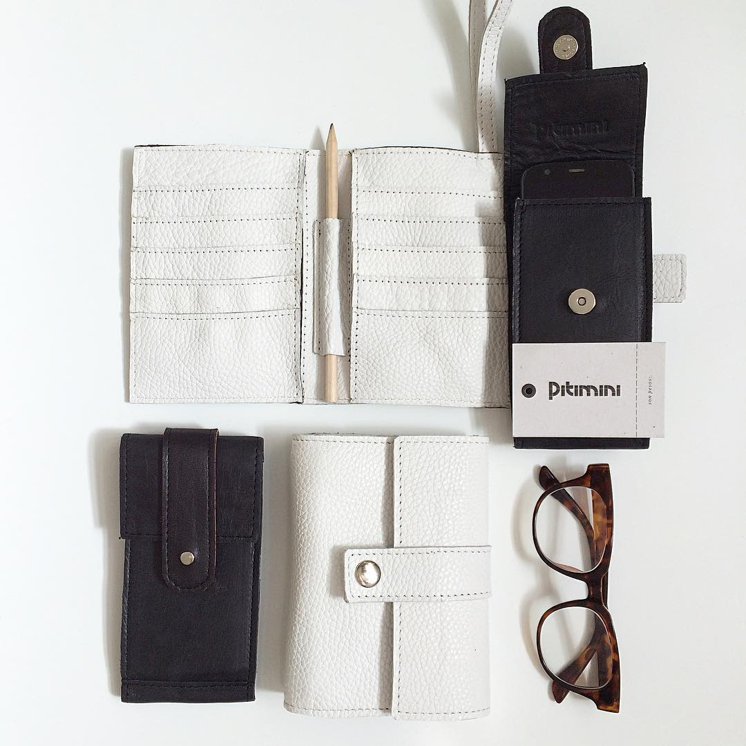 Porta pasaportes, porta lentes, lapicero, porta celular! #hechoamano #design #diseño #industriaargentina #black #white #lether