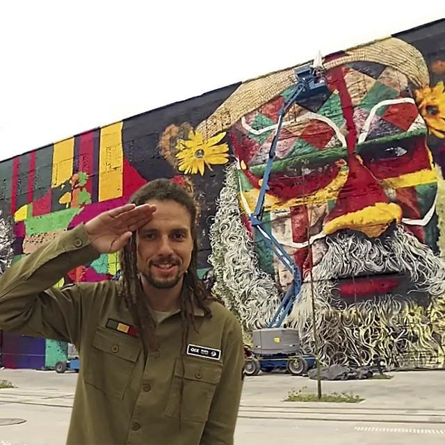 O skatista Mauricio Nava apresenta a Praça Mauá, novo pico do skate carioca. Cultura e diversidade de obstáculos. Assista ao vídeo e confira. QIX.COM.BR #qix #qixskate #skateboardminhavida