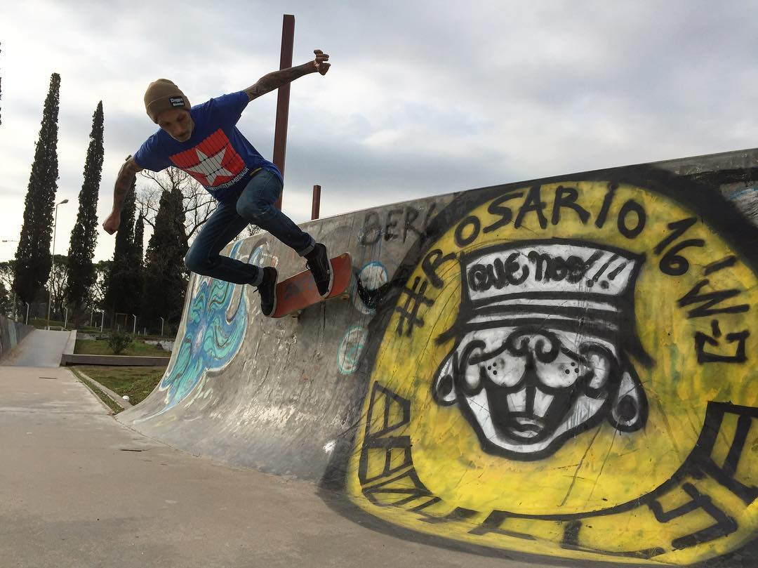 Muchas gracias a un groso @murooh  por hacernos el aguante gracias de verdad  #skate #pergamino #delsanto #skatelife