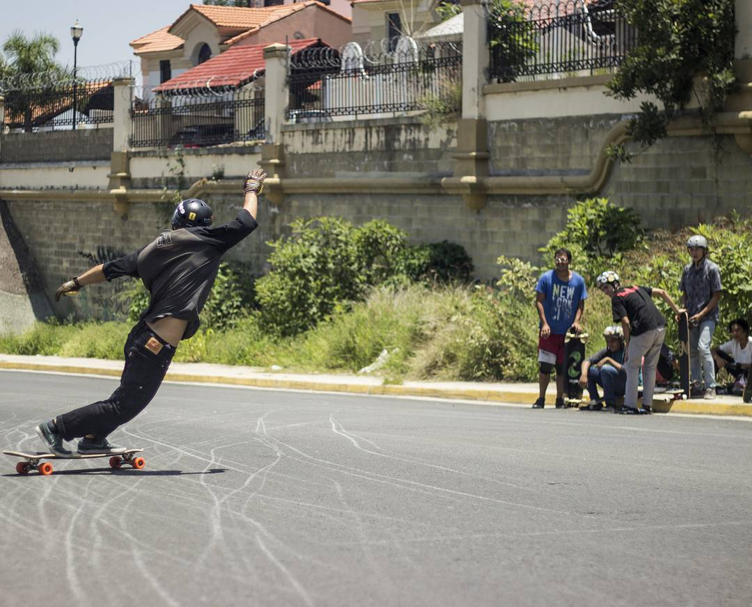 #LoadedAmbassador @azanzamike styling out for the kids of Guadalajara, Mexico.  Photo: @fernandovegavega  #LoadedBoards #Cantellated #Tesseract #Orangatang #Orange #TheKilmers