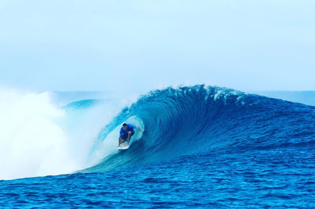 The final day of the#BillabongProTahiti is ON! Tune in to the @wsl site and get ready for a massive heat between @joelparko and John John Florence. #lifesbetterinboardshorts