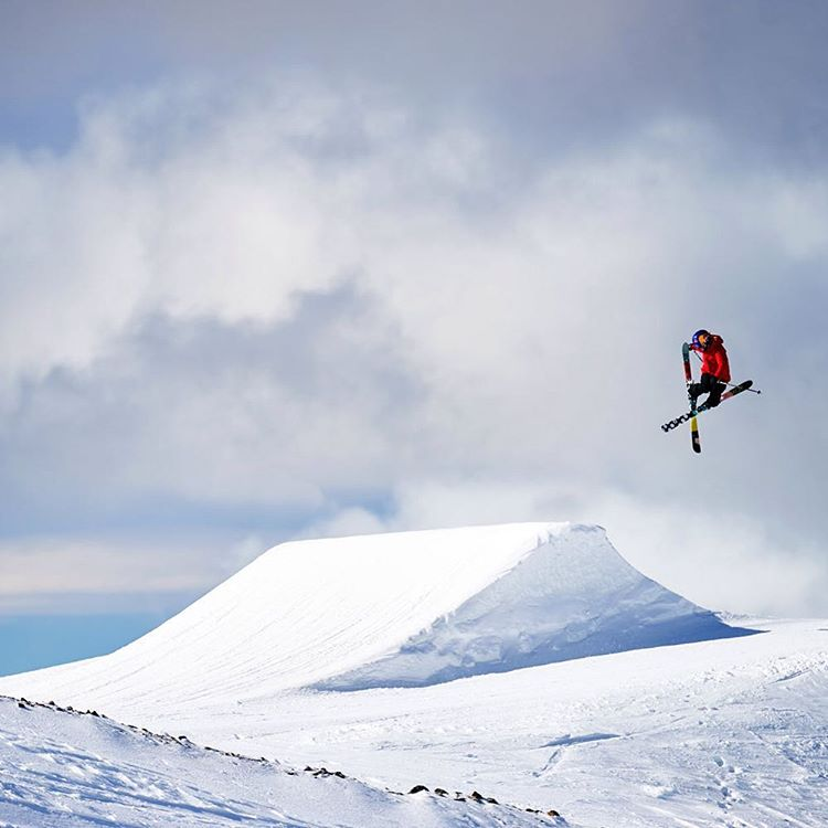 Wishing @darahowell a very high-flying happy birthday today! #ROXYsnow