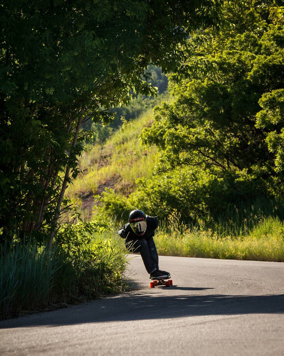 #LoadedAmbassador @rileywirvine with the super fleeky sneaky between the cheekies of the green coated hill in SLC, Utah.  Photo: @avant_gnar  #LoadedBoards #Truncated #Tesseract #Orangatang #Orange #Kegels