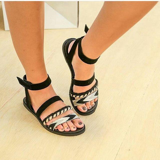 Salió el sol y ya pintamos sandalias #veranoperky #perkyshoesar #verano #summer #sol #playa #spring #love #sandalias #sandals