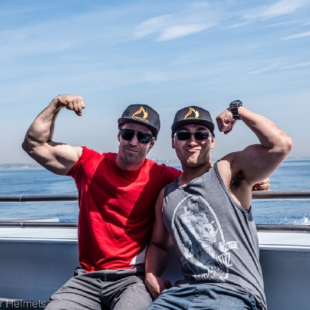If you are not sure which direction the beach is, just ask Niko or Zen, they can point you in the right direction.  @niko_dh @zenshikae #crosstraining #fit #whohastickets to the #gunshow #ripped #whichwayisthefinishline