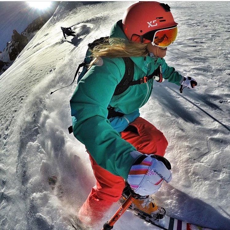 #A7Artist @lynseydyer getting after it in Chile with @juliamancuso hot on her heels. Luuuuucky! ⚡️#avalon7 #liveactivated #skiing @gopro @unicornpicnic